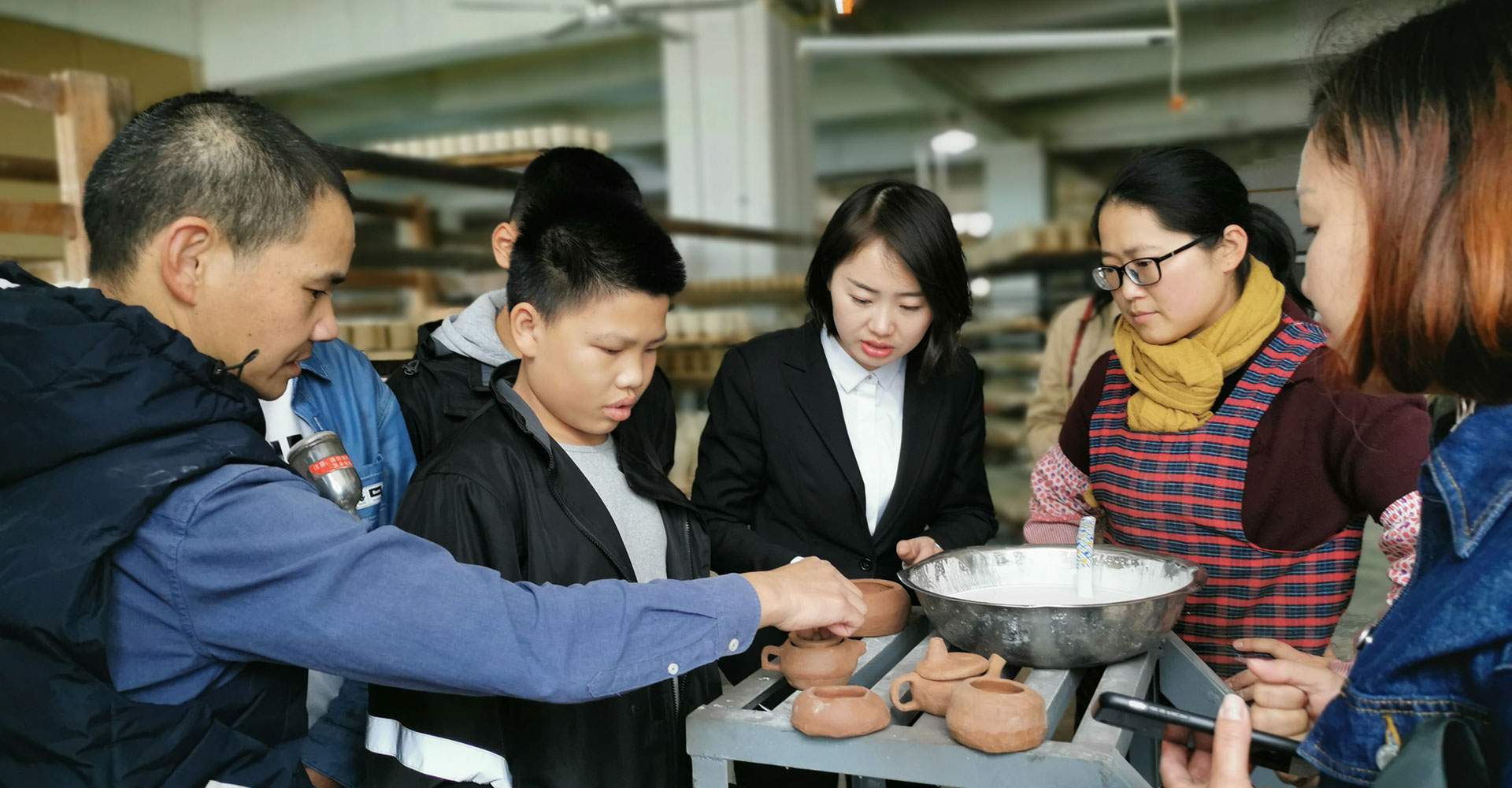 陶艺社团师生赴德化开展研学活动